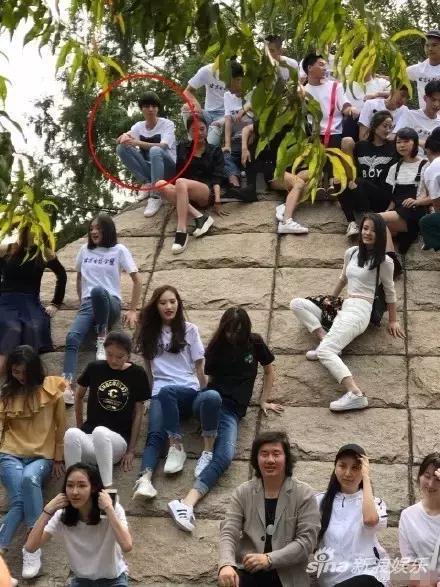 王俊凱在大學被孤立?王凱靳東解約?