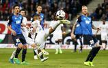 足球——德甲聯賽:拜仁不敵霍芬海姆