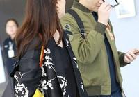 張智霖夫婦合體現身,48歲袁詠儀紅脣捲髮很驚豔,粉衣藍褲好減齡