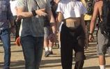 小貝長子布魯克林·貝克漢姆和女友甜蜜散步,休閒穿著低調時尚