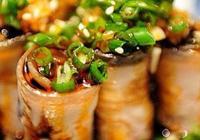 草菇煮黃瓜,口蘑拌花生仁,雙椒拌口蘑,炒雙菇