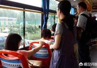 在地鐵上,一個四、五個月的孕婦跟你說我是孕婦請你把座讓給我,你會讓嗎?
