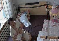 媽媽無法將寶寶哄睡, 調出監控看保姆的做法, 忍不住流淚