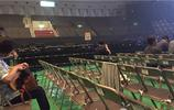 史上最尷尬的演唱會:7名觀眾14名保安,還沒唱完阿姨就開始打掃