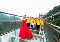 519中國旅遊日,古龍峽千人紅歌匯獻禮祖國70週年!