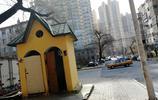 近些年哈市建成許多功能齊全新式公廁,這種古老旱廁已很少見了
