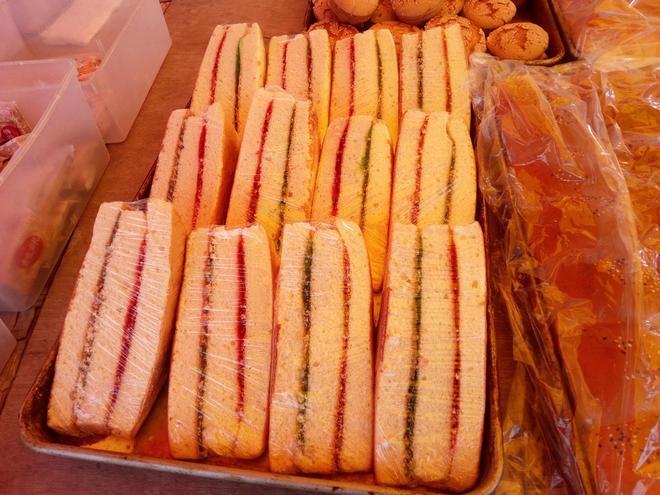 村子裡有一種上街買東西叫趕集,集市上還有各種各樣好吃的美食