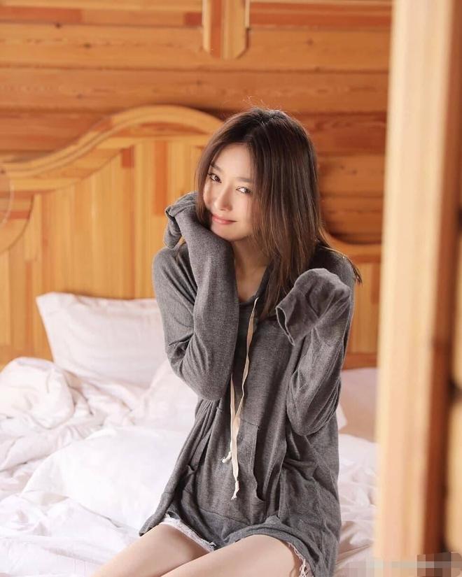 秦嵐身穿居家服洗漱,這樣的女子,娶了可好?