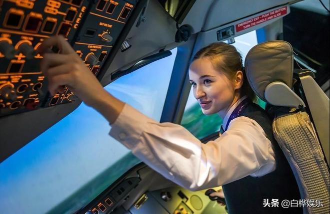 22歲女孩成俄羅斯最年輕女機長!超高顏值引關注