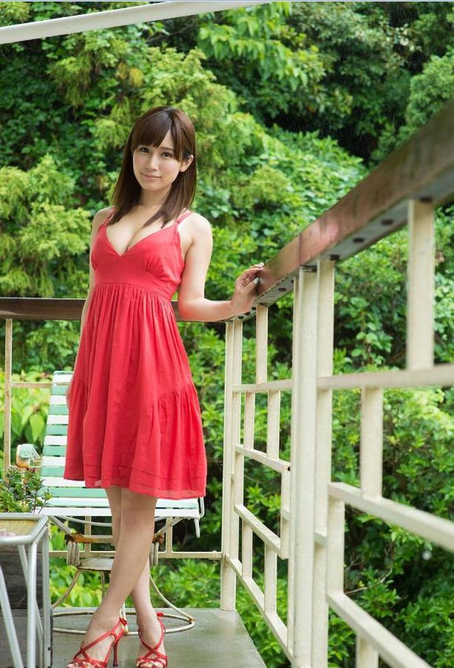 一身紅裝,如花似玉,傾城