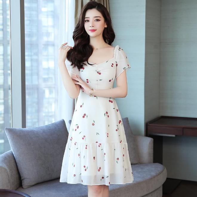 """瞧瞧今年薄而不透的""""雪紡連衣裙"""",時髦顯幹練,氣質更出眾"""