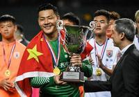 香港球迷為日本球隊吶喊!山東魯能大將怒懟裁判:你是中國人嗎?