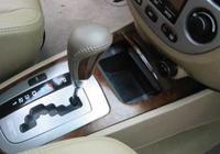 自動擋汽車P檔換D檔必須要踩剎車嗎?別再錯誤操作損傷變速箱了!