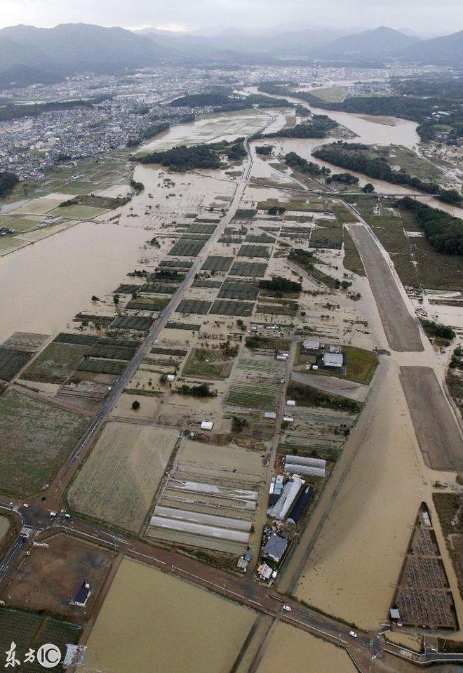 2017年10月23日,共同社直升機,顯示了日本西部城市的水災地區