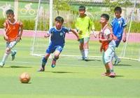 望都縣把足球引入課堂發展校園足球