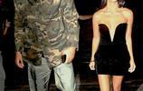 科特尼·卡戴珊深V低胸深夜霸氣出街,對比身旁男友就像小屌絲