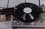 留聲機加裝五層打印機,按下開關發出悅耳動聽的旋律
