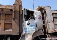 重慶兩江新區大貨車專項整治第一天 大貨車就撞了大貨車