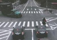 搞笑gif 動圖:男子徑直撞向大巴車!居然爬起來了!奇蹟呀