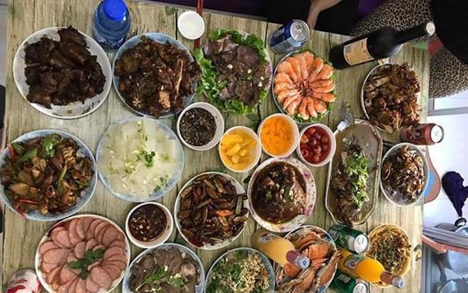 去東北同事家吃飯,被這一桌子菜嚇到了!東北人果然熱情好客