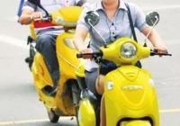 浙江男子騎摩托帶剛生二胎的老婆,她還抱著2月大的孩子!因為這個細節,導致一場不幸