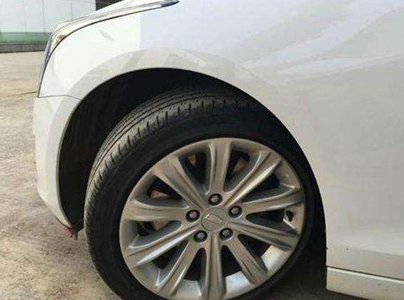 方向盤不回正會傷車,為啥美國停車故意不回正?網友:這原因我服