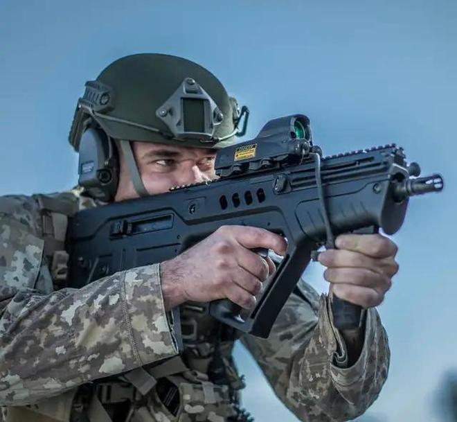 「無託經典」之以色列TAR 21突擊步槍滿滿的戰術範