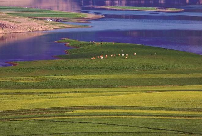 鴨綠江上的山水畫廊