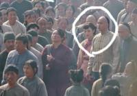 搞笑穿幫:那年花開月正圓中孫儷與何潤東後面戴眼鏡姑娘穿越了!