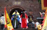 """千年古城——安居古鎮,古樸的街道重現古代""""縣太爺""""巡城場景"""