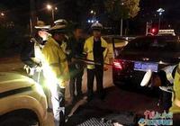 什麼情況?江西一小車無故掉頭逃跑,民警攔停後竟查出槍支
