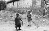 老照片:清末時期的孩子,圖4孩子髮型罕見,圖5為孩子用驢耕地!