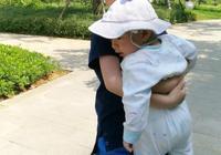 二胎家庭的教育難度升級,寶寶們之間的爭搶該如何正確應對?