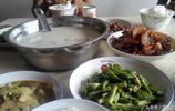去舅媽家玩,渣廣椒炒臘肉、土雞蛋、懶豆腐、洋芋片都是最愛美食