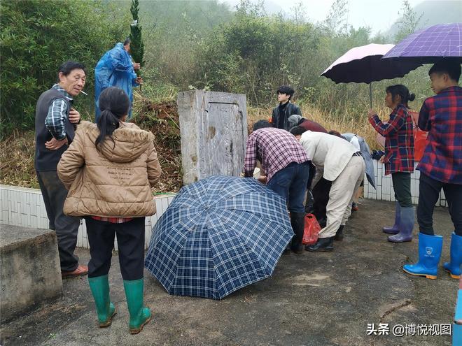 到達湖南嘉禾縣,看看湖南人是如何掃墓的?有點與眾不同