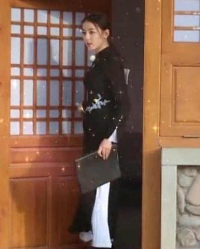 迪麗熱巴穿中式禮服驚若翩鴻,不料與景甜撞衫,這哥們眼睛都直了