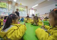 為了孩子去幼兒園當保育員,可以嗎?四個要求,先看你是否都滿足