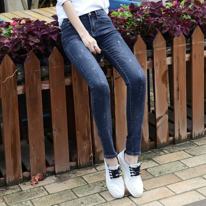 秋季新款高腰牛仔褲,穿出濃濃的青春範兒