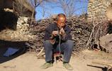 農村67歲孤寡老人,提起為什麼至今單身,幾度哽咽,看完讓人心酸