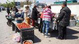 """農村集市大草莓4元錢一斤,再次""""撿漏兒"""",看看咋回事"""