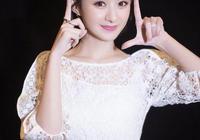 江蘇跨年演唱會:吳亦凡擁抱趙麗穎,可有人發現她的小動作了嗎?