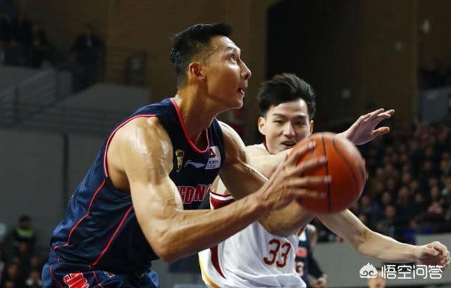 廣東男籃對陣浙江比賽中,王仔路對趙睿使用影帝級假摔,為什麼裁判看錄像後也不改判?