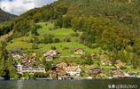 到了瑞士因特拉肯的這處藍色大湖,才知地道的瑞士風光是什麼模樣