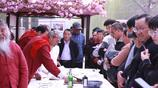 鶴壁華夏南路書法家揮毫潑墨,兩個白鬍子老頭兒引起眾人關注!