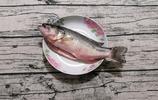 清蒸鱸魚最簡單的做法,魚肉嫩滑不老的祕密全告訴你,先收藏了
