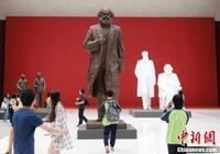 """""""丹心鑄魂——吳為山雕塑藝術展""""在中國國家博物館舉行"""