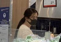 網友偶遇52歲王祖賢外出買菜,身形消瘦與8個月前差別較大