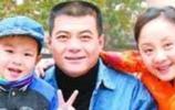 秦海璐是他的二婚妻子,如今48歲成為贏家,家庭美滿幸福
