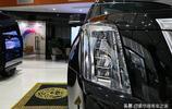 新車到店!300萬的加長凱迪拉克為什麼這麼貴,看了內飾就知道!