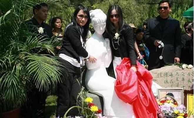 實拍陳曉旭葬禮,王扶林鄧婕到場悼念,父母哽咽,永遠的林妹妹